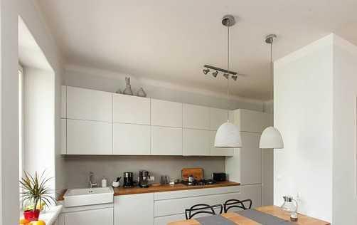 חיפוי שיש לקיר במטבח