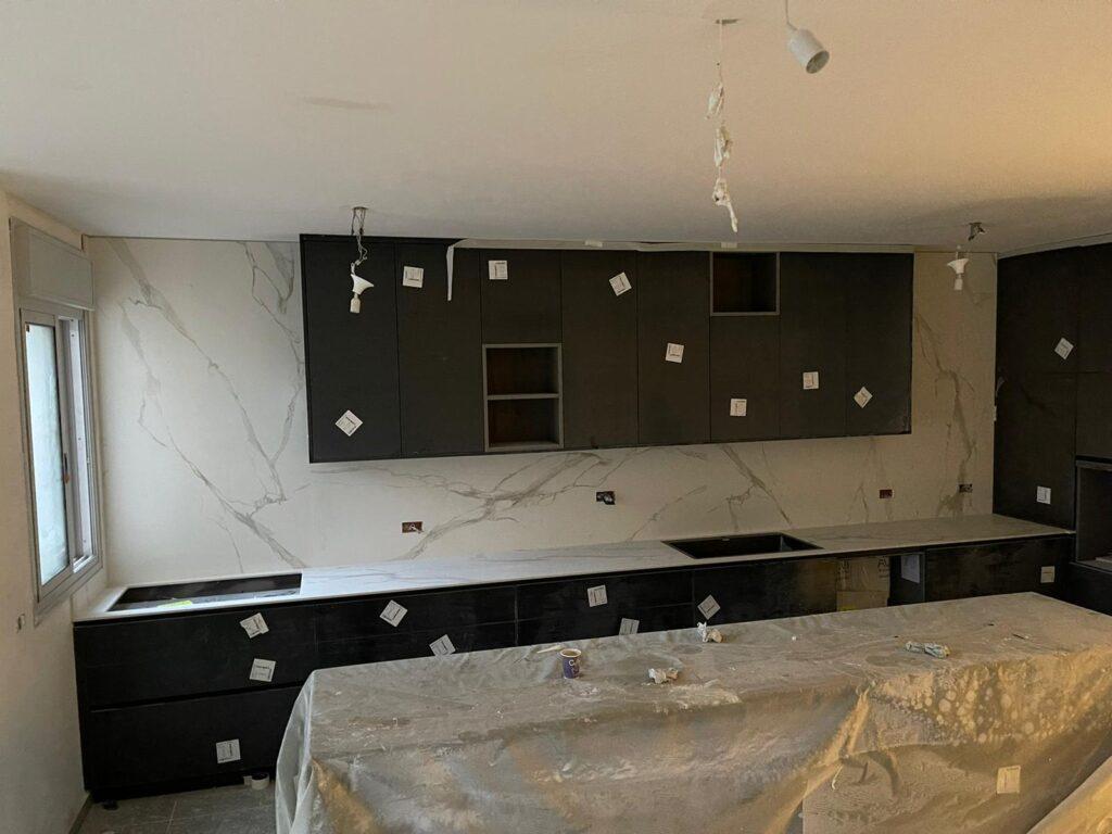 התקנת שיש למטבח וחיפוי קירות למטבח